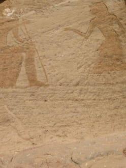 neben dem Tempel von Abu Simbel - Tempel von Abu Simbel