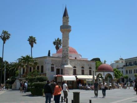 Moschee mit Minarettturm - Defterdar Moschee