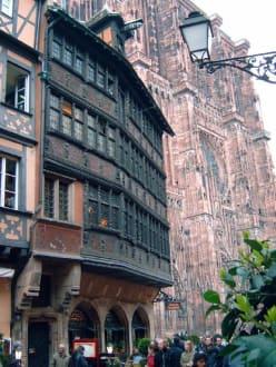 Strassburg - Maison Kammerzell mit Kathedrale im Hintergrund - Maison Kammerzell
