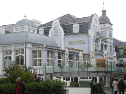 Hotel von außen - Vier Jahreszeiten Kühlungsborn -  Hotel