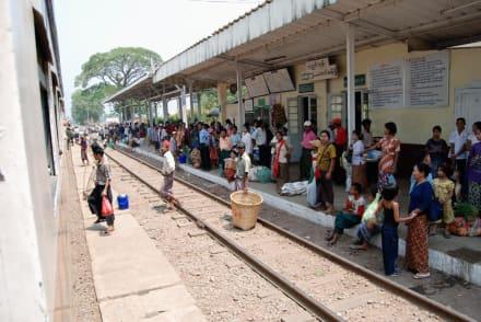 Bahnhof - Fahrt mit der Stadtbahn
