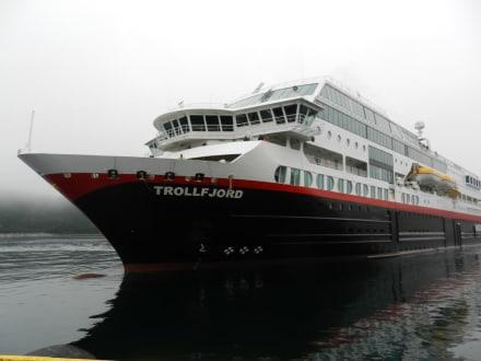 Wir fahren mit der Hurtigruote - Rundreise zum Nordkap