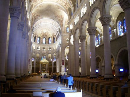 Religious sites (churches, temples, etc.) - Cathedral of Saint-Anne-de-Beaupre