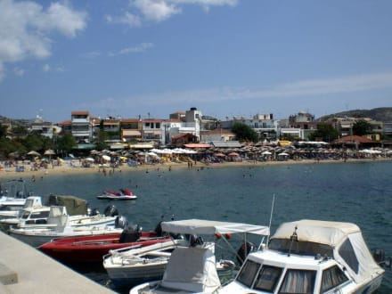 Strand mit Hafen - Hafen Potos
