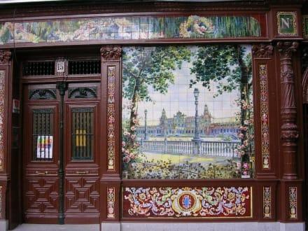 Kachelbild an Hauswand - Plaza de Santa Ana