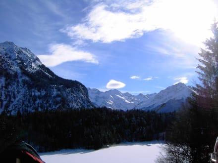 Aussicht vom See zur Schanze - Heini Klopfer Skiflugschanze