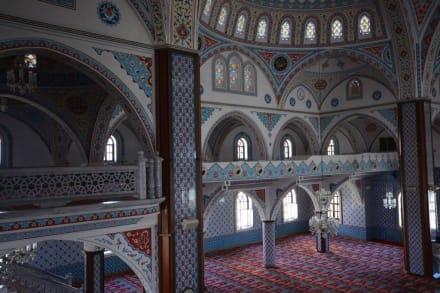 Teilansicht linke Seite - Külliye Moschee