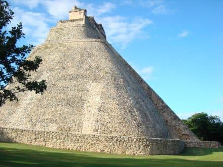 Die Pyramide des Wahrsagers - Ausgrabung Uxmal