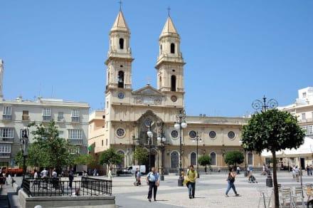 Kirche mit Vorplatz in Cardis - Kirche San Antonio