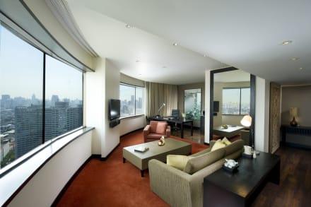 Executive Plus Suite - Living Room -