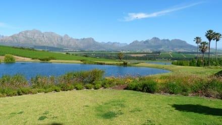 Blick auf die Hottentot Hollands Mountains - Asara Wine Estate & Hotel