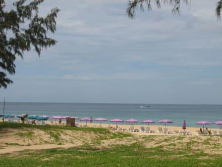 Karon Beach. Unterhalb vom  Kreisel - Strand Karon