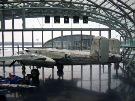 Eine gut erhaltene Propellermaschine - Hangar-7