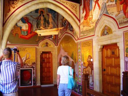 Wundervoll bemalte Arkadengänge - Kloster Kykkos / Kykkou