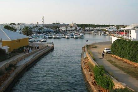 Hafenbereich Calan Bosch - Yachthafen Cala'n Bosch