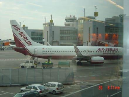 Air Berlin am Flughafen Düsseldorf - Flughafen Düsseldorf (DUS)