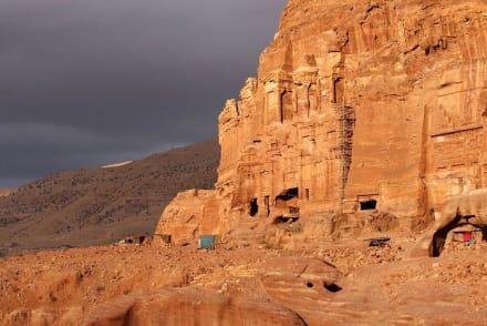 Auch zur Erhaltung wird was getan - Felsenstadt Petra