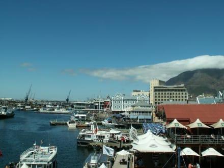 Blick von den Läden aus auf den Hafen - Alfred & Victoria Waterfront