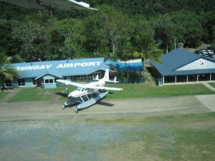 Flughafen White Sunday - Flug über Great Barrier Reef