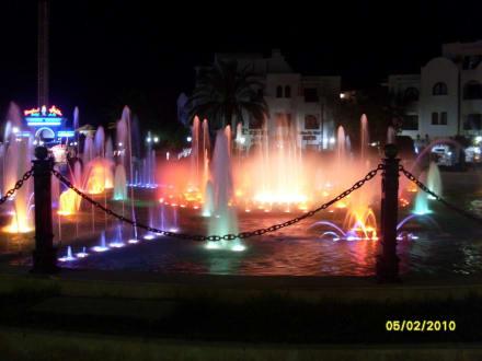 Wasserspiele am Abend - Brunnen