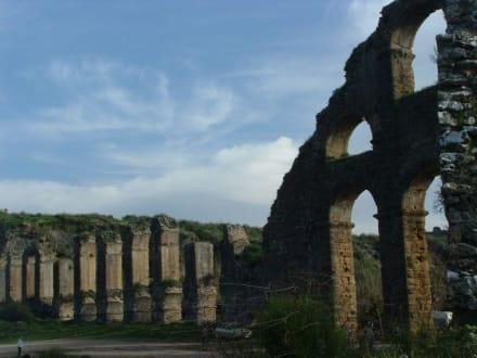 Nicht nur Steine - Aquädukt Aspendos