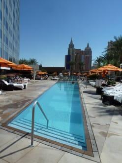 Schwimmpool angenehm k hl bild hotel mandarin oriental for Schwimmpool angebote