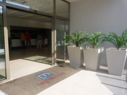 Rezeption von außen - Lagomandra Hotel & Spa
