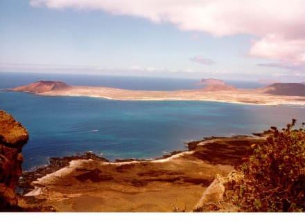 Blick vom Mirador del Rio zur Isla Graciosa - Mirador del Río