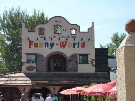 Eingang zum Funny World - Funny-World Familienfreizeitpark