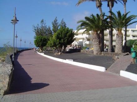 Promenade hinter dem Hotel Iberostar Lanzarote Park - Strandpromenade Playa Blanca de Yaiza
