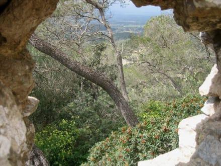 Castell de Santueri -Durchblick - Castell de Santueri