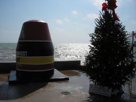 Southernmost Point mit Weihnachtsbaum - Southernmost Point