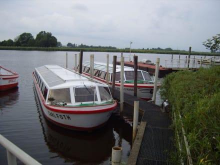 Ein Boot mit Dach! - Grachtenfahrten