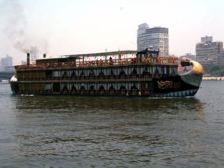 Ausflugsdampfer auf dem Nil - Nil