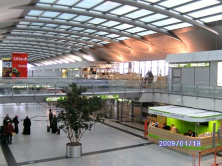 Abflughalle - Flughafen Dortmund (DTM)