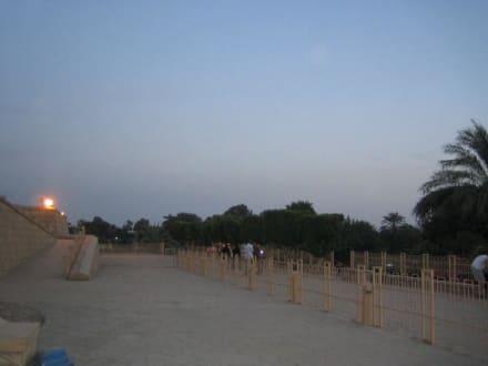Der Platz vor dem Tempel - Doppeltempel Kom Ombo