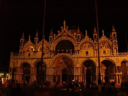 Markuskirche bei Nacht - Basilica di San Marco / Markusdom