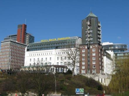 hotel an den landungsbr cken bild hotel hafen hamburg in hamburg. Black Bedroom Furniture Sets. Home Design Ideas