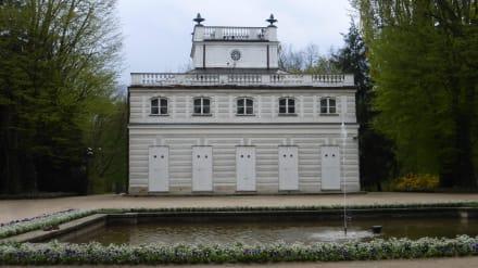 Im Łazienki-Park: Das Weiße Haus (Biały Domek)  - Lazienki Park / Park der Bäder