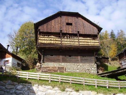Scheune im Weiler - Wandern St. Vigil in Enneberg