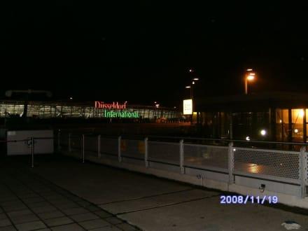 Leuchtschrift - Flughafen Düsseldorf (DUS)