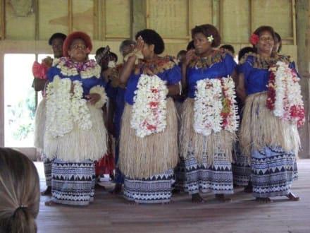 Besuch eines Fijianischen Dorfes - Strand Yasawa Island