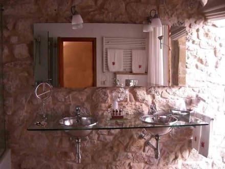 badezimmer bild cas comte petit hotel spa in lloseta. Black Bedroom Furniture Sets. Home Design Ideas