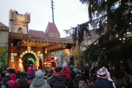 Striezelmarkt Dresden mit Märchenschloss - Striezelmarkt (Weihnachtsmarkt) Dresden