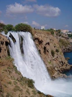 Gartenbereich zwischen den Wohneinheiten - Unterer Düden Wasserfall / Karpuzkaldiran Şelalesi