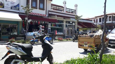 Die umliegenden Geschäfte... - Einkaufen & Shopping