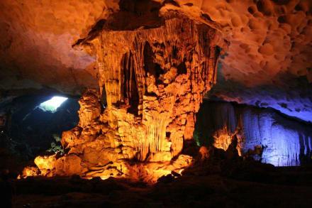 Tropfsteinhöhle in der Halong-Bucht - Halong Bucht