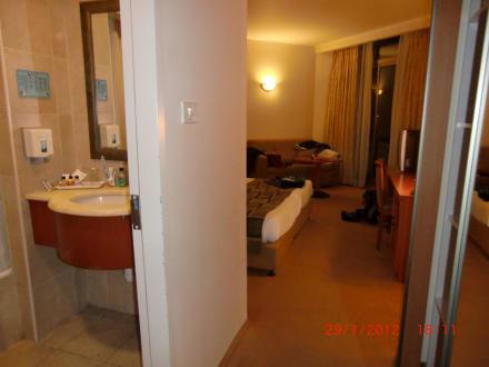 Blick von der Tür ins Zimmer - Hotel Kibbutz Lavi