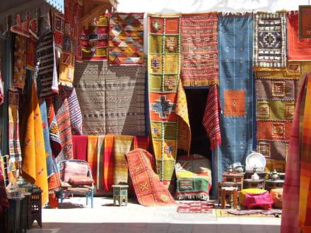 Traumhafte Farben - Märkte in den alten Festungsmauern