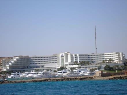 Hilton Hotel vom Boot gesehen - Sindbad Submarine